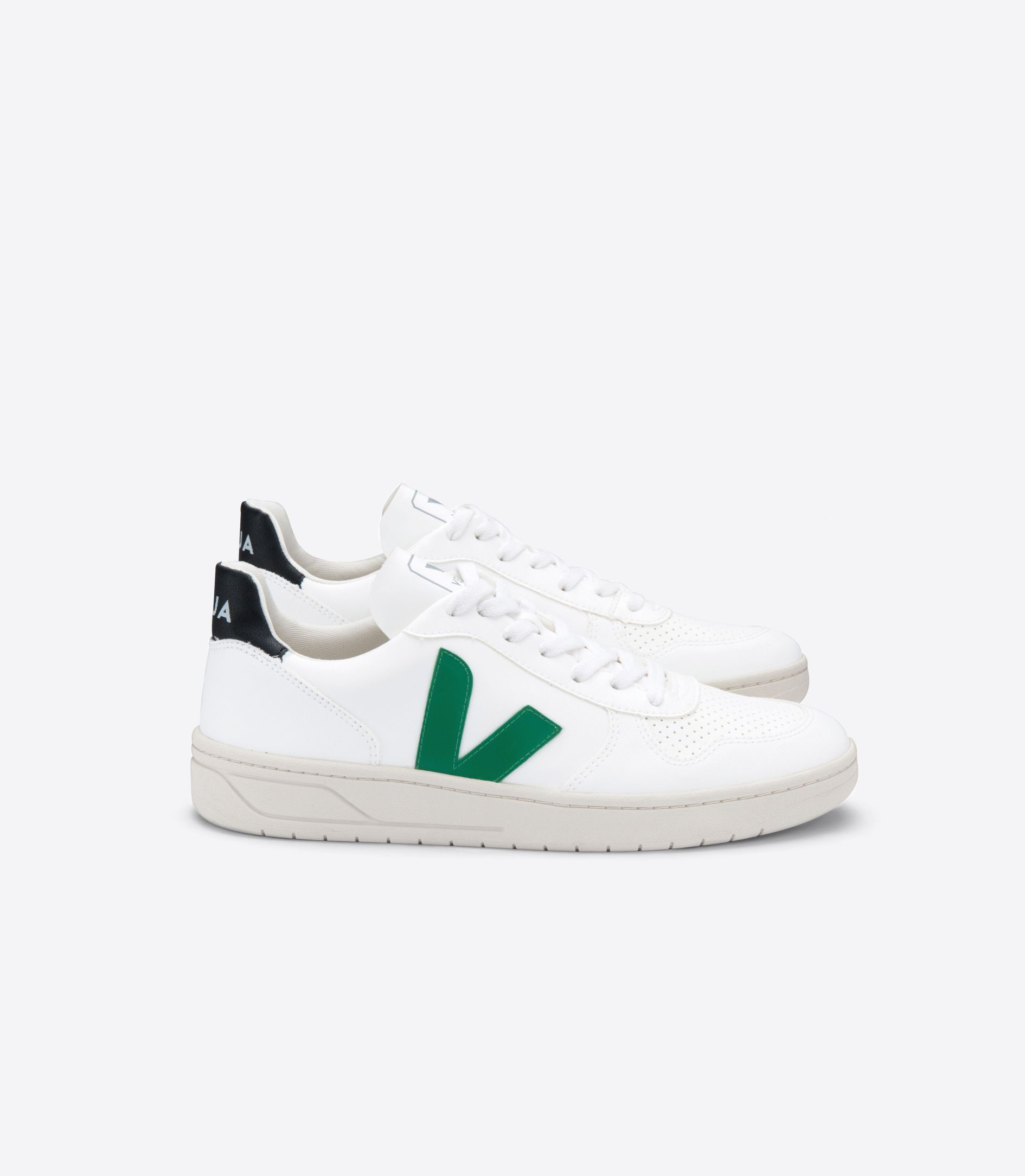 17 green ways for St. Patrick's Day | Veja Vegan Sneackers in Emeraude | Eat. Drink. Work. Play.